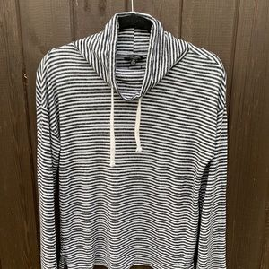 Lucky Brand black and white stripped sweatshirt🖤
